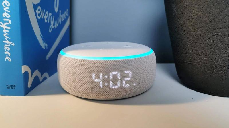 Amazon Echo Dot 3 con reloj