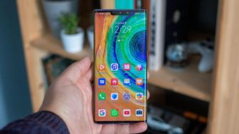 huawei mate 30 pro front in hand straight