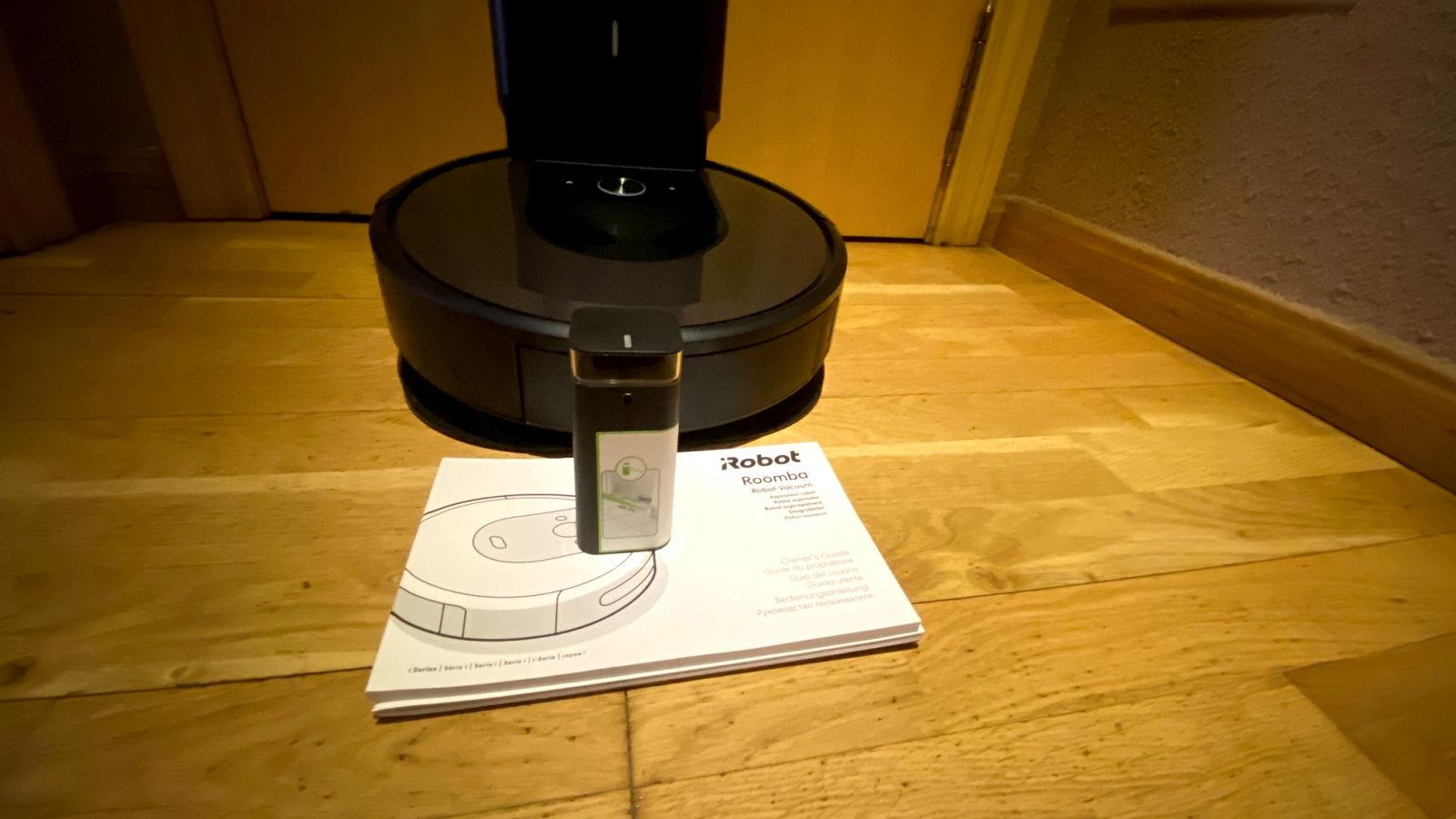 iRobot Roomba i7+ Wall pared